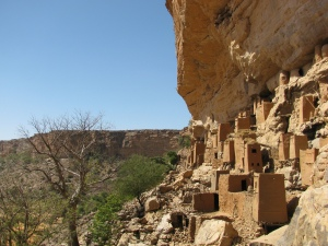 The first cliff dwellngs we saw, in Teli.